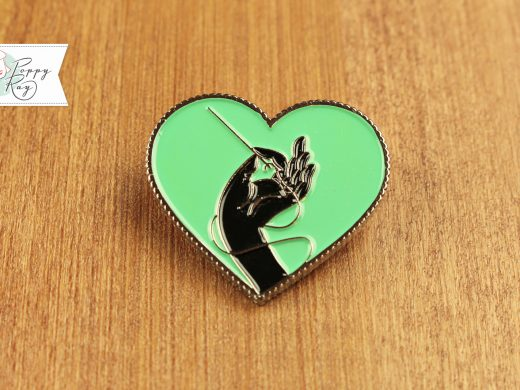 Brooch Hand and Heart mint