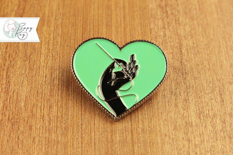 Brosche Hand und Herz mint