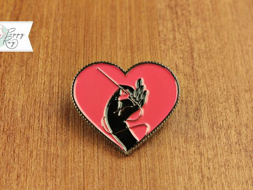 brooch hand and heart pink