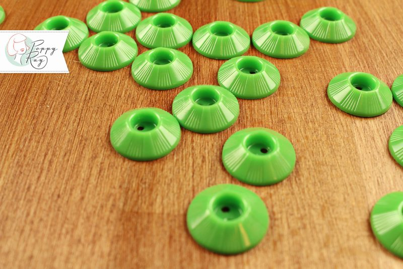vintage button green